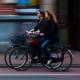 Fahrradfahrerinnen auf Straße