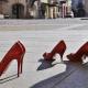 Aktion: Blutrote Schuhe in Essen stehen für Opfer häuslicher Gewalt ...
