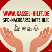 Hände die Webadresse umrahmen (Grafiken designed by Freepik & flaticon)